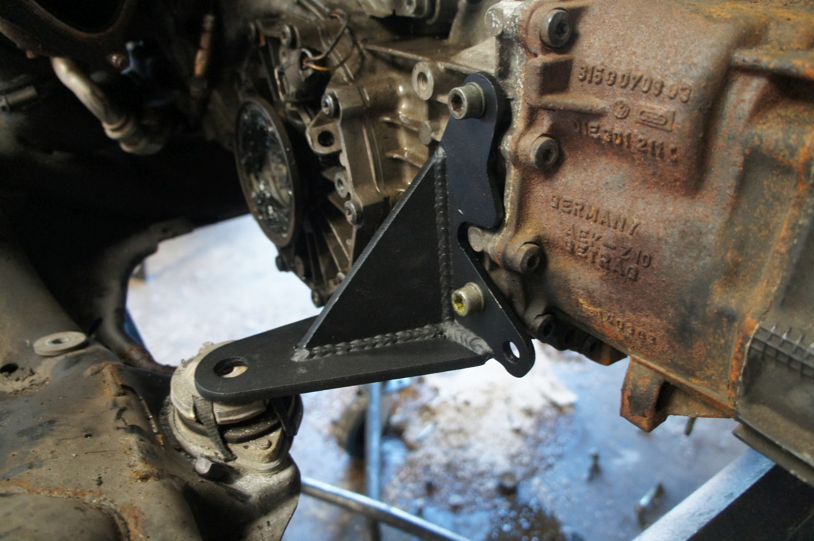 Steel 01E Transmission Brackets: Audis4parts com